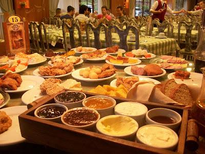 Café colonial: Uma bela vista à mesa