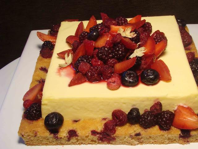 Torta Bavarois de cardamomo y frutos rojos