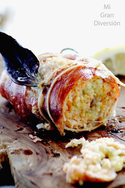 Rollo de trucha con costra de jamón y relleno de arroz con pera