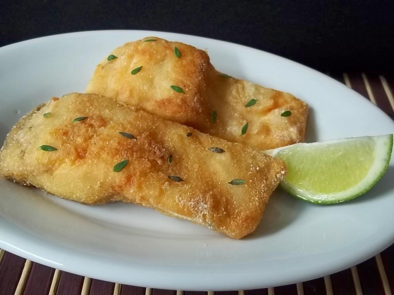 Peixe frito crocante e pirão de peixe