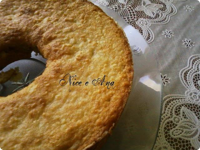 de bolo de aipim feito de massa pronta com leite moça e coco
