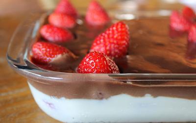 Sobremesa Cremosa de Morango com Chocolate