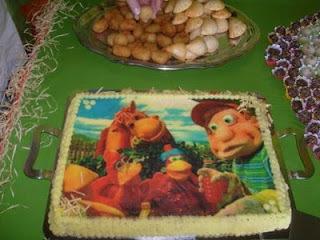 de bolo de aniversario decorado com papel de arroz