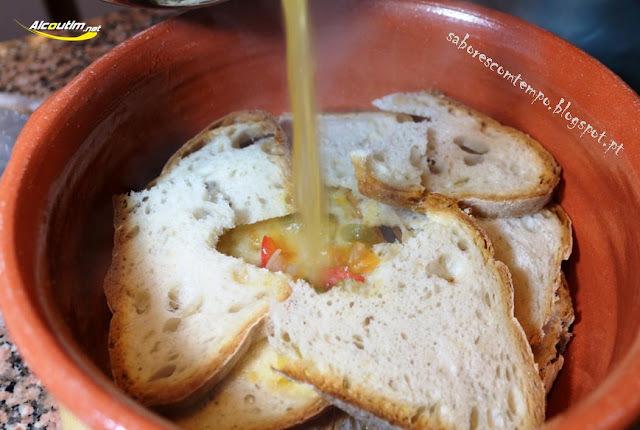 Sopas de Tomate com ovos escalfados