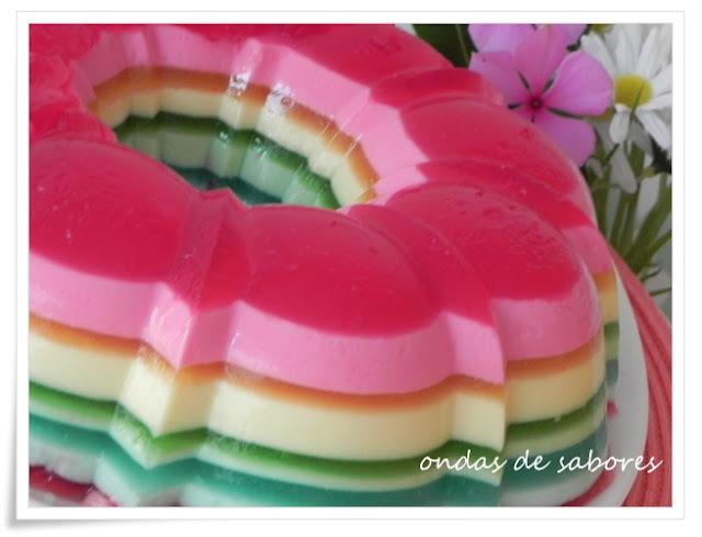 gelatina colorida com creme de leite leite condensado e leite de coco