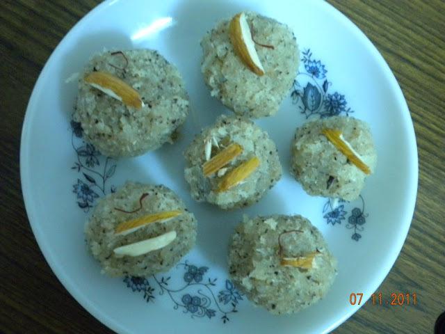 Coconut Ladoo (Nariyal K Ladoo)