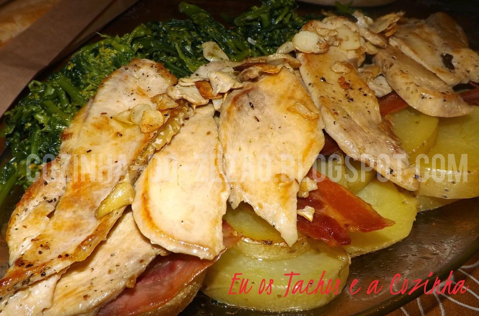 Peito de frango com bacon crocante