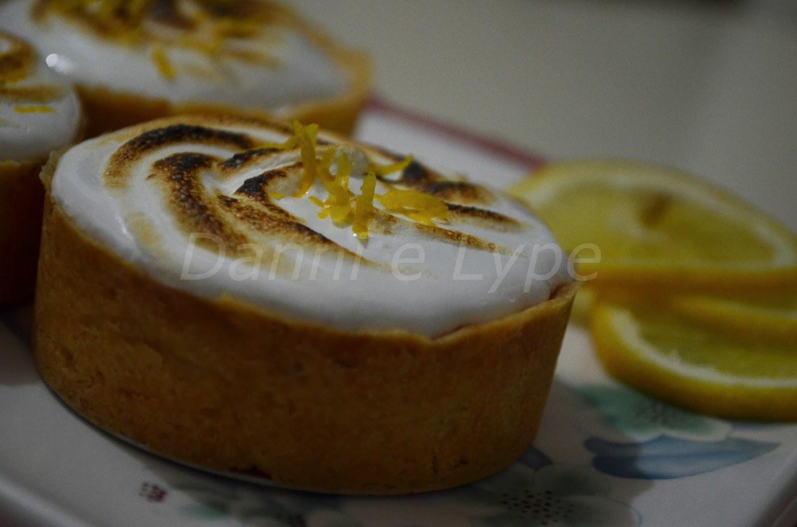 bolo branco recheado com mousse de limao e de chocolate