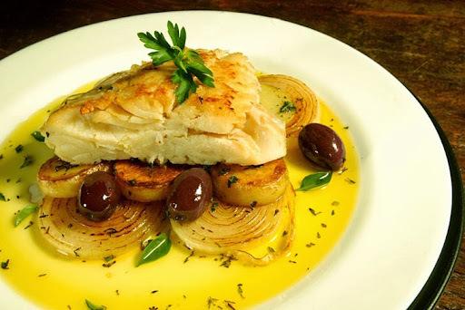 Bacalhau assado com batatas