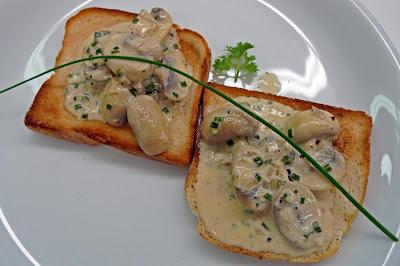 Toast mit Champignons / Fleischroulade mit Zwiebel-Steinpilzfüllung / Schokolademousse auf Joghurt-Quark-Basis mit Birnen - Hobbychochmenü 10.09.15