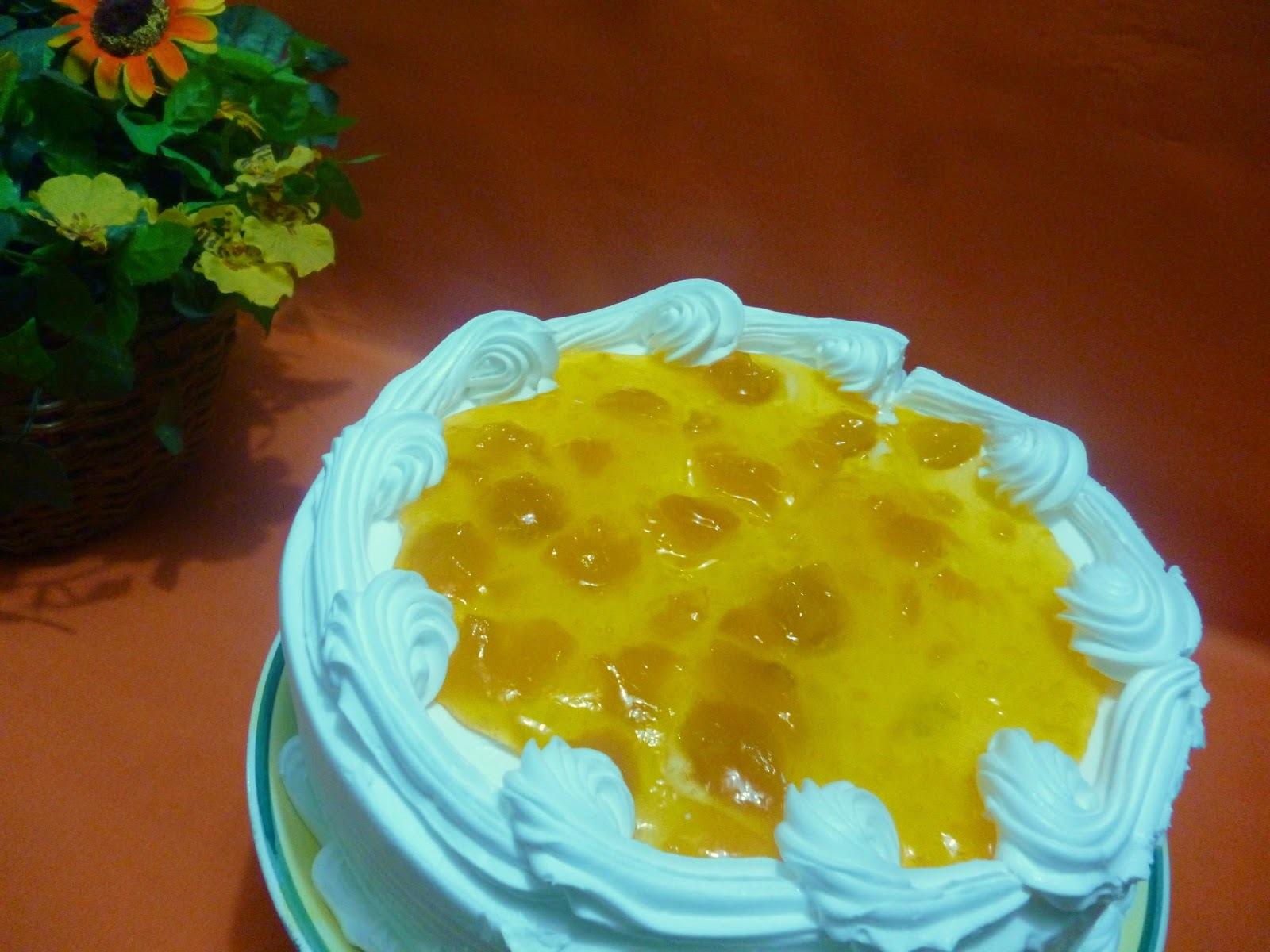 Torta de naranja y melocotones