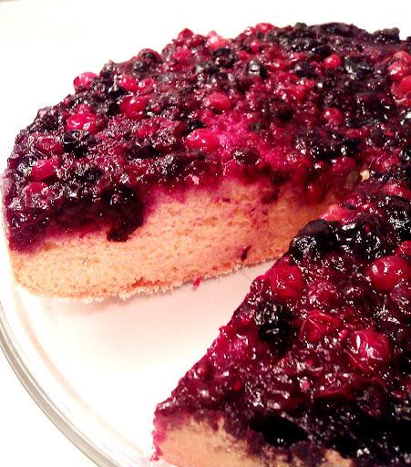 Erdei gyümölcsös piskóta-torta
