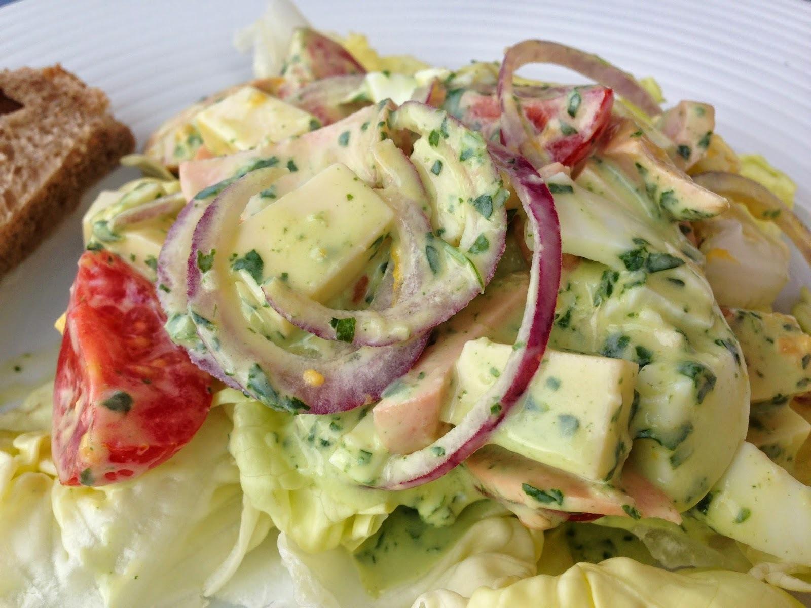 Cervelat-Salat oder Wurst-Käse-Salat