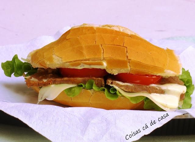 Sanduiche de carne,requeijão e provolone