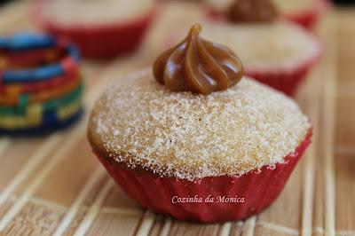 Cupcakes sabor churros. Cupcake Maker ou máquina para fazer cupcakes.