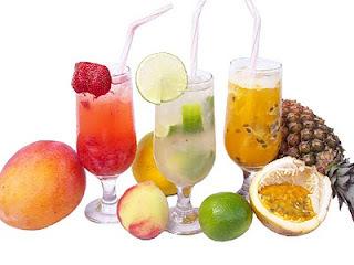 como fazer coquetel de frutas com frutas picadas e com álcool