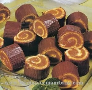 Arrolladitos de dulce de leche con ganache de chocolate