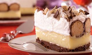 bolo de vchocolate com recheio de bombom sonho de valsa picado
