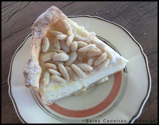 Torta de ricota com pinolis