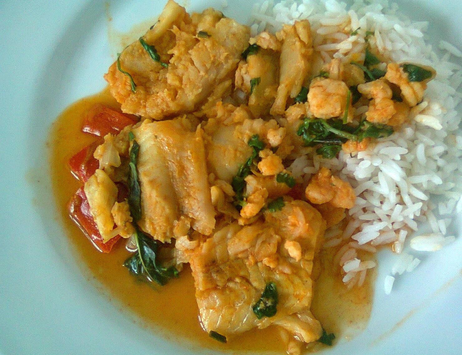 Camarão e Peixe com Curry Vermelho a Moda Tailandesa