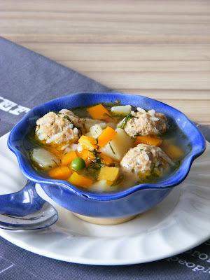 Húsgombóc leves románosan