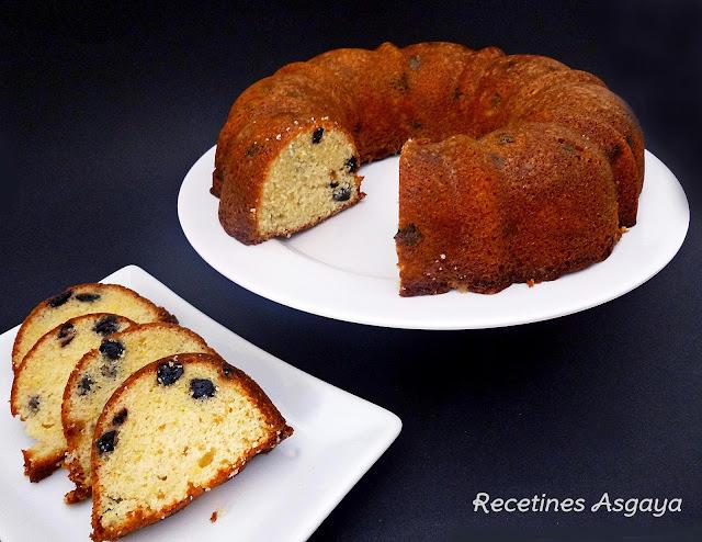 Bundt Cake de Limón y Arándanos Azules