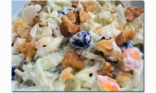 salada de repolho com uva passa e creme de leite