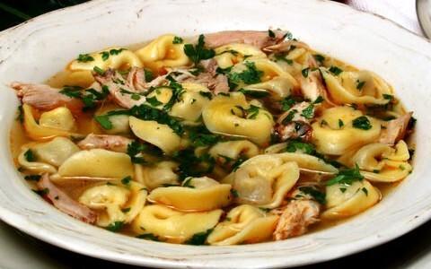sopa de capeletti com carne moida
