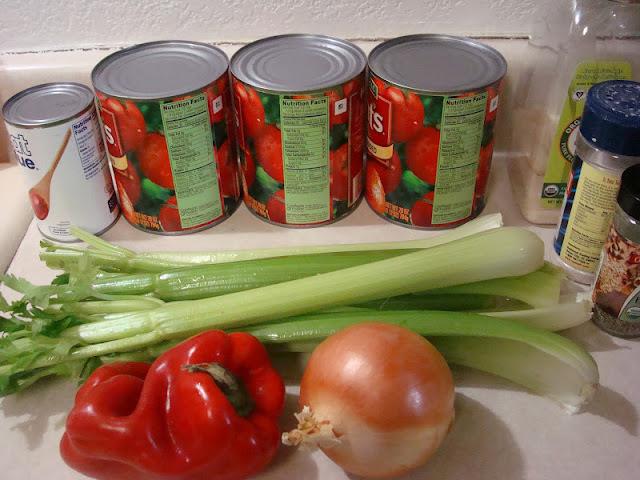 Sopa  cremosa de tomate e manjericao