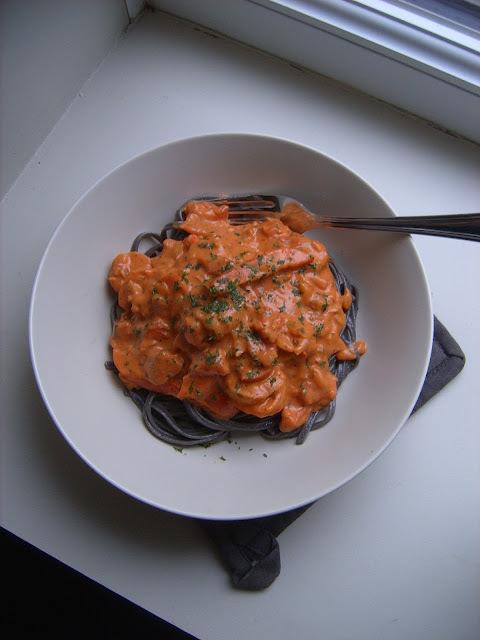 Linguine aux scampis et sauce tomate crémeuse.