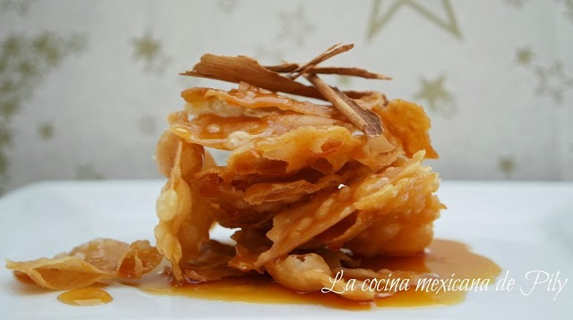 Buñuelos de rodilla o buñuelos bañados en miel de piloncillo