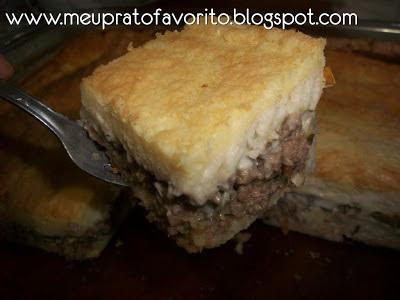 Torta de pão de forma com carne moída e requeijão