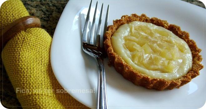 Tortinha de abacaxi com coco