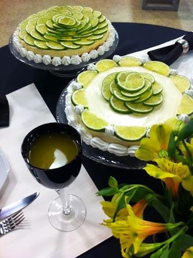 torta de limão com bolacha de maizena e chantilly