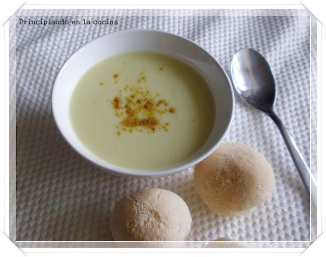Crema de calabacín con curry