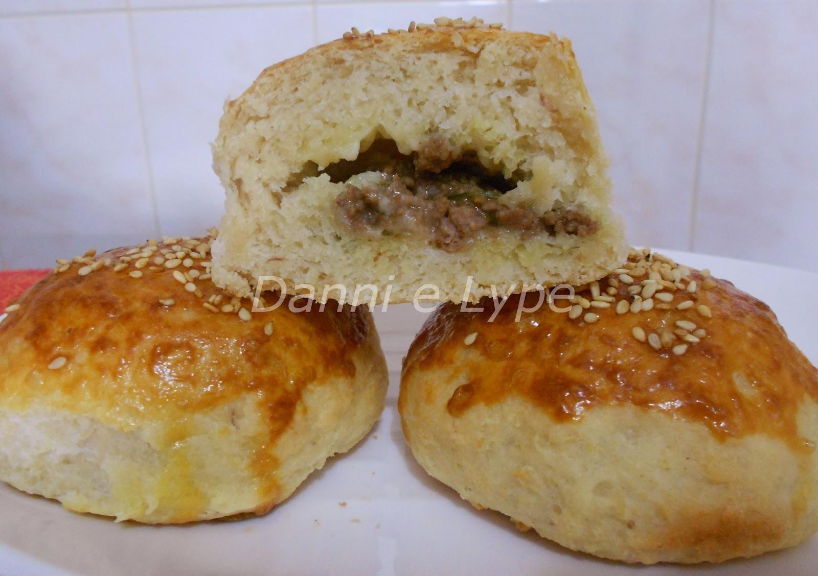 de pão recheado com carne moida