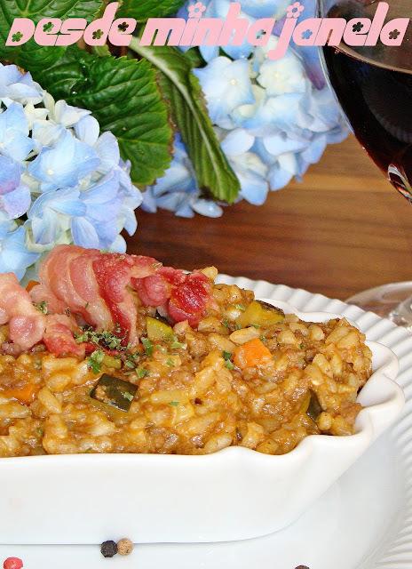 Risoto de carne moída e legumes
