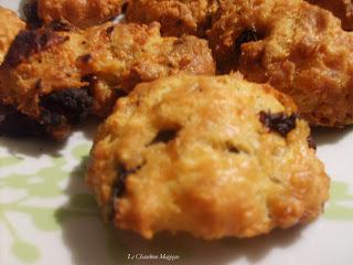 Cookies au gruyère aux pétales de tomates séchées.