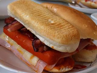de cachorro quente de forno com pão de sanduíche