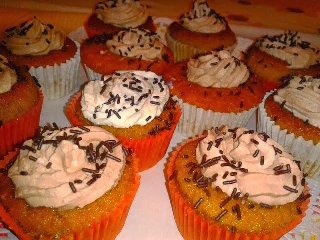 Cupcakes de Vainilla con Chocolate y Caramelo