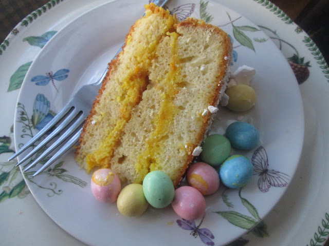 Easter cake  ... and Happy Easter!!