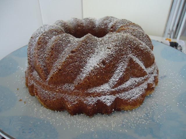 Um bolo para estrear um presente