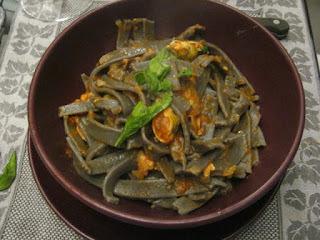 Tallarines Con Tinta de Calamar en Filetto y Mejillones