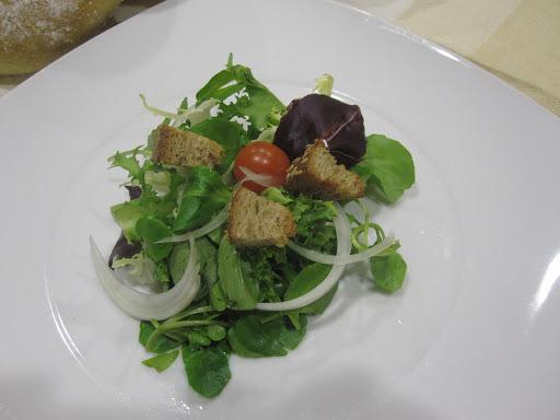 Salada com crutons
