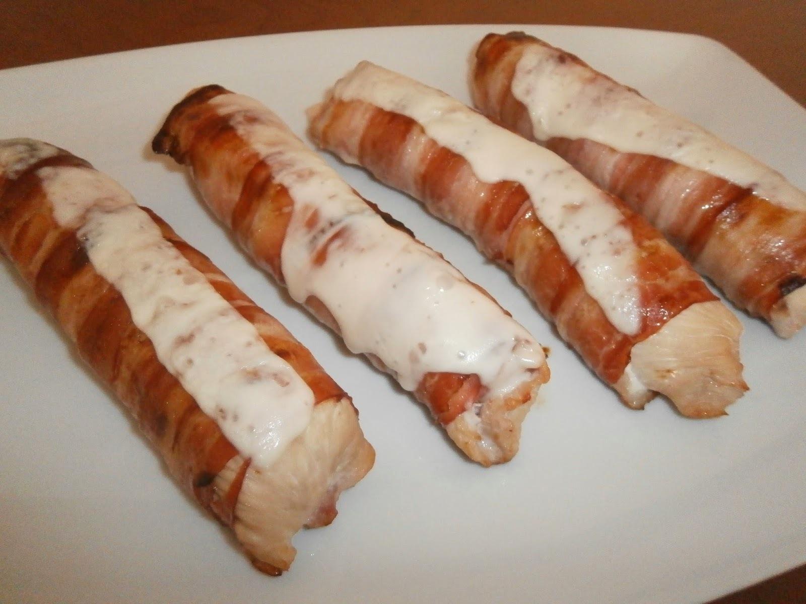 Bifes de peru  com salsicha fresca e bacon