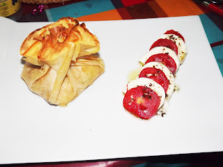 Aumônières aux crevettes, légumes et fromage bleu