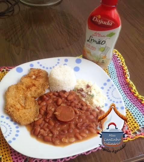 COMIDA CASEIRA:  arroz branco, feijão à moda baiana, farofa e filé de frango à milanesa