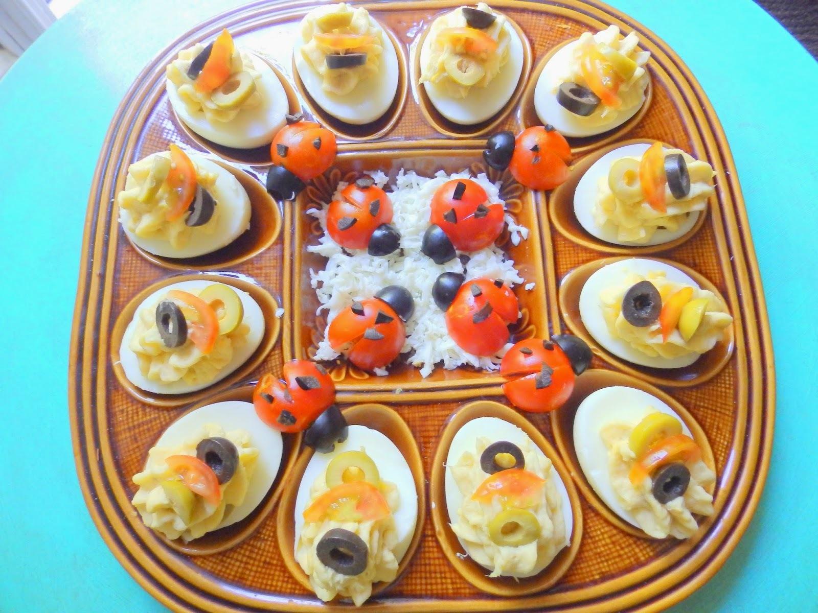 Ous farcits de brandada de bacallà / Huevos rellenos de brandada