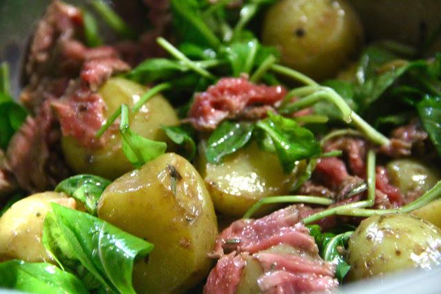 Salada de Rúcula e Batatas com Tagliata (filet selado)