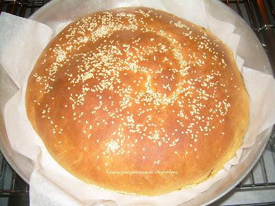 Παγκόσμια μέρα ψωμιού:Γεμιστό ψωμί με μέλι ( ή χαρουπόμελο ή πετιμέζι )-Stuffed bread with honey (or carob molasses or grape molasses)